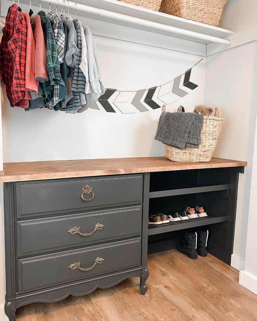 kids-closet-organization-ideas-builds_by_kristen-4171825
