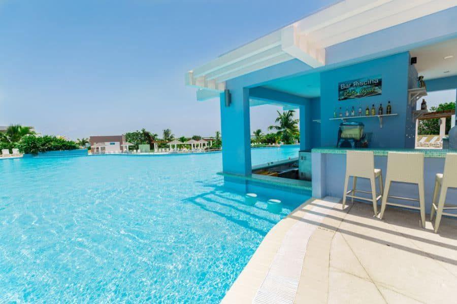 outdoor-kitchen-bar-pool-house-ideas-1-9200043