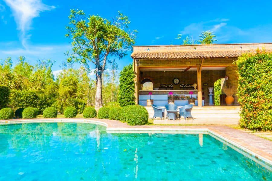 outdoor-kitchen-bar-pool-house-ideas-3-3007858