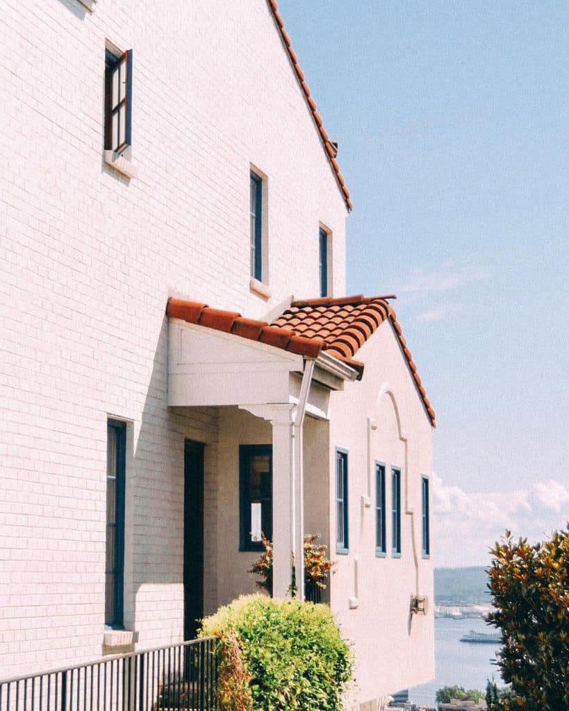 exterior-mediterranean-house-sasha_and_escher-8333995