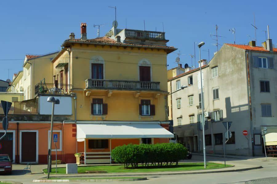 old-mediterranean-house-6963604