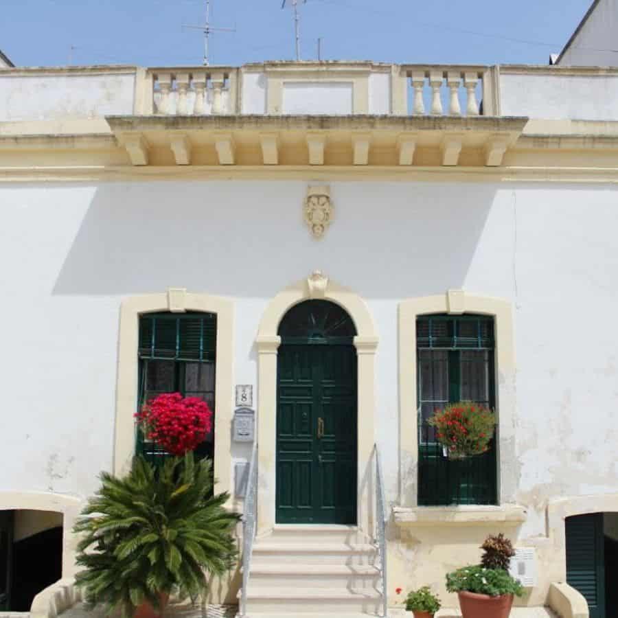 old-mediterranean-house-laretta_fly-8817854