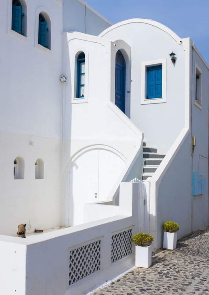 white-mediterranean-house-1-9387500