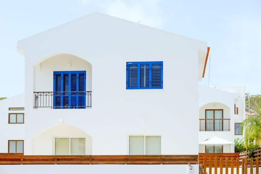 white-mediterranean-house-2-1055620
