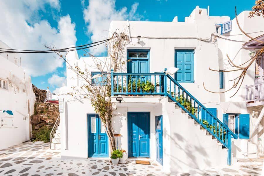 white-mediterranean-house-4-4603293