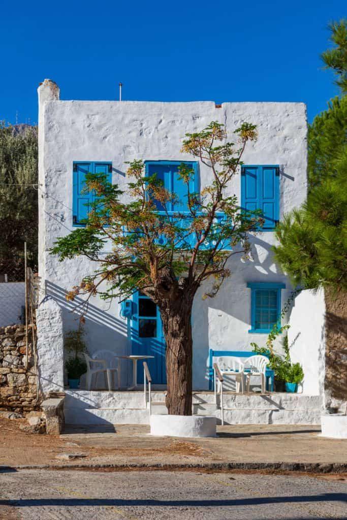 white-mediterranean-house-5-4284351