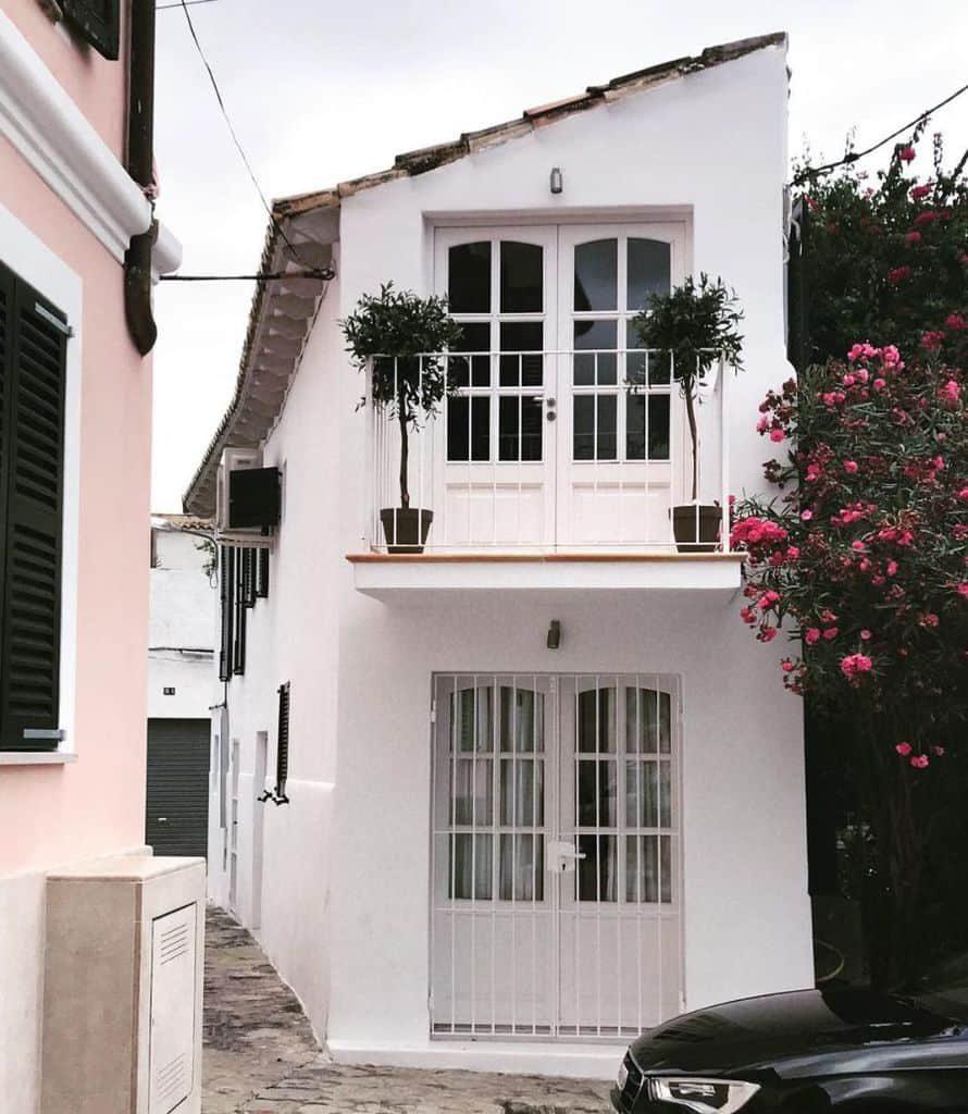 white-mediterranean-house-beccavidhavet-9639274