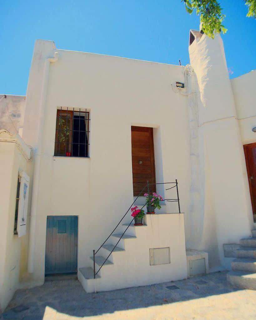 white-mediterranean-house-gisellavicentem-2769810
