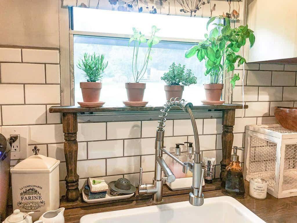 kitchen-indoor-herb-garden-ideas-simplyhollishomedecor-8475067