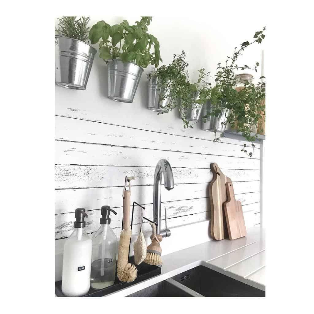 wall-mounted-indoor-herb-garden-ideas-1bedflat-homedecor-1722437