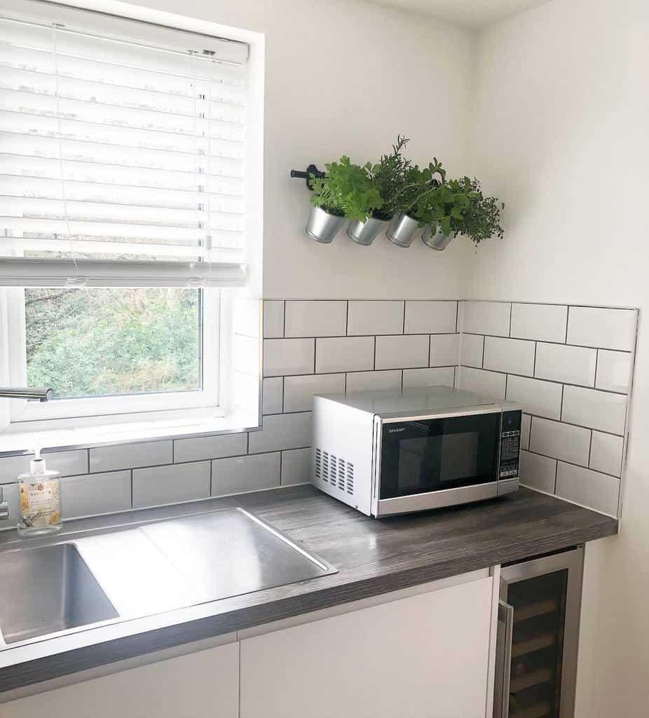 wall-mounted-indoor-herb-garden-ideas-bungalowrenovation-6855050