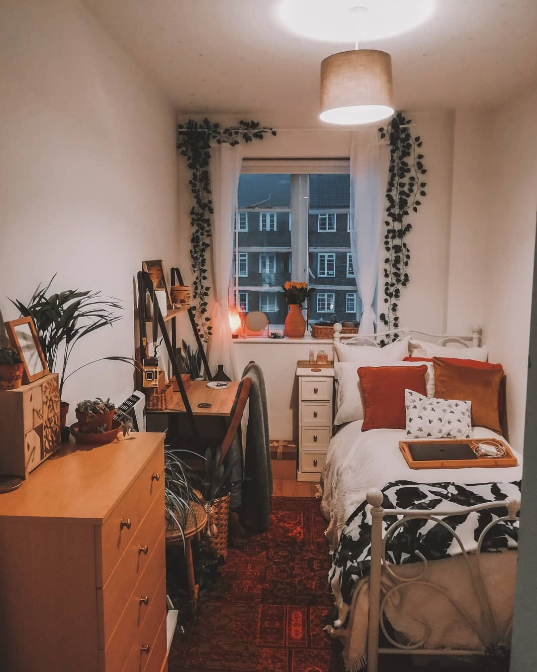 bedroom-small-room-ideas-coliciaclaire