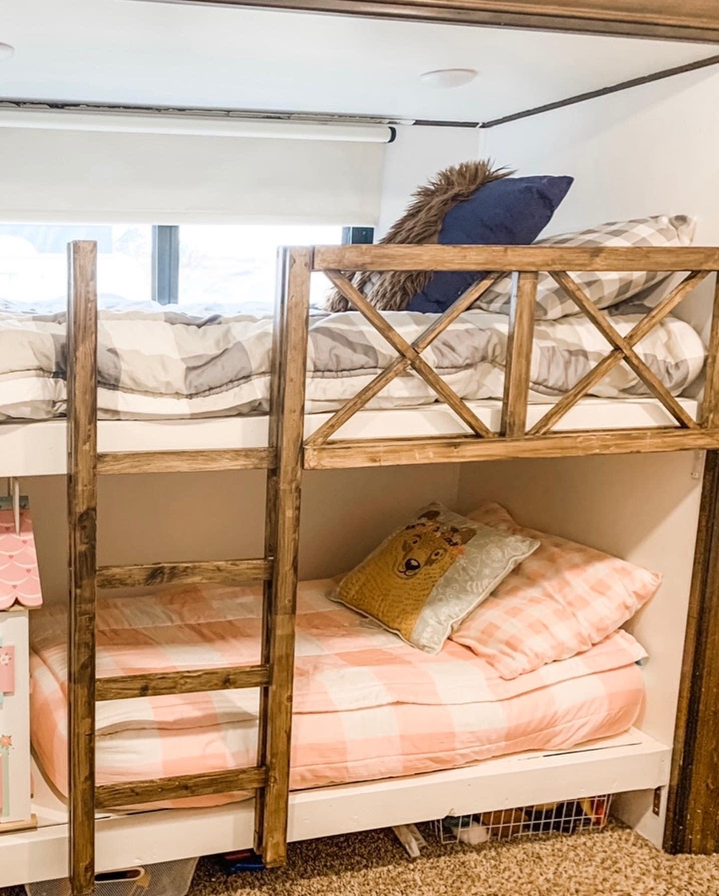 bunk-beds-room-small-room-ideas-humbills-homeonwheels