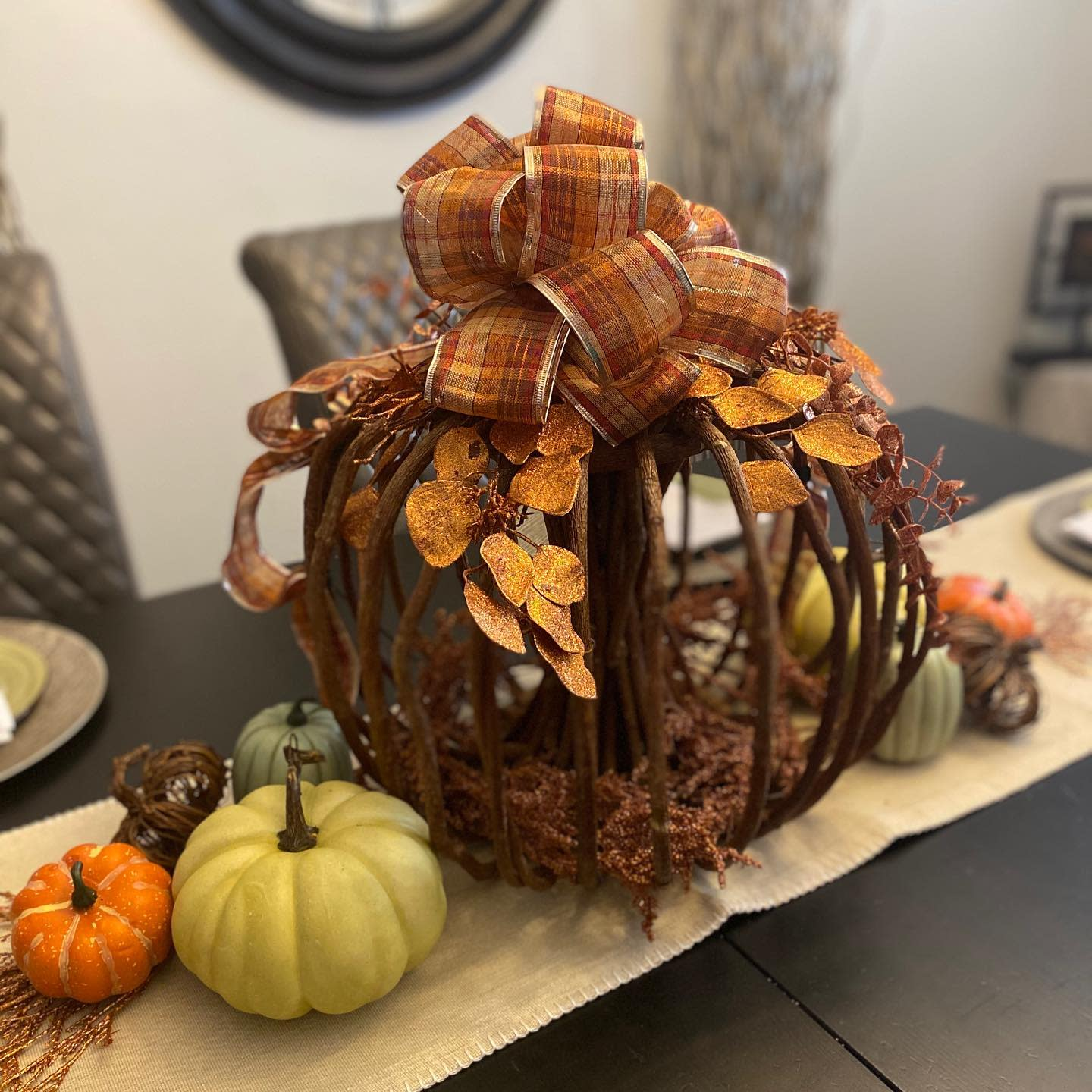 centerpiece-fall-decorating-ideas-av_decor_and_staging