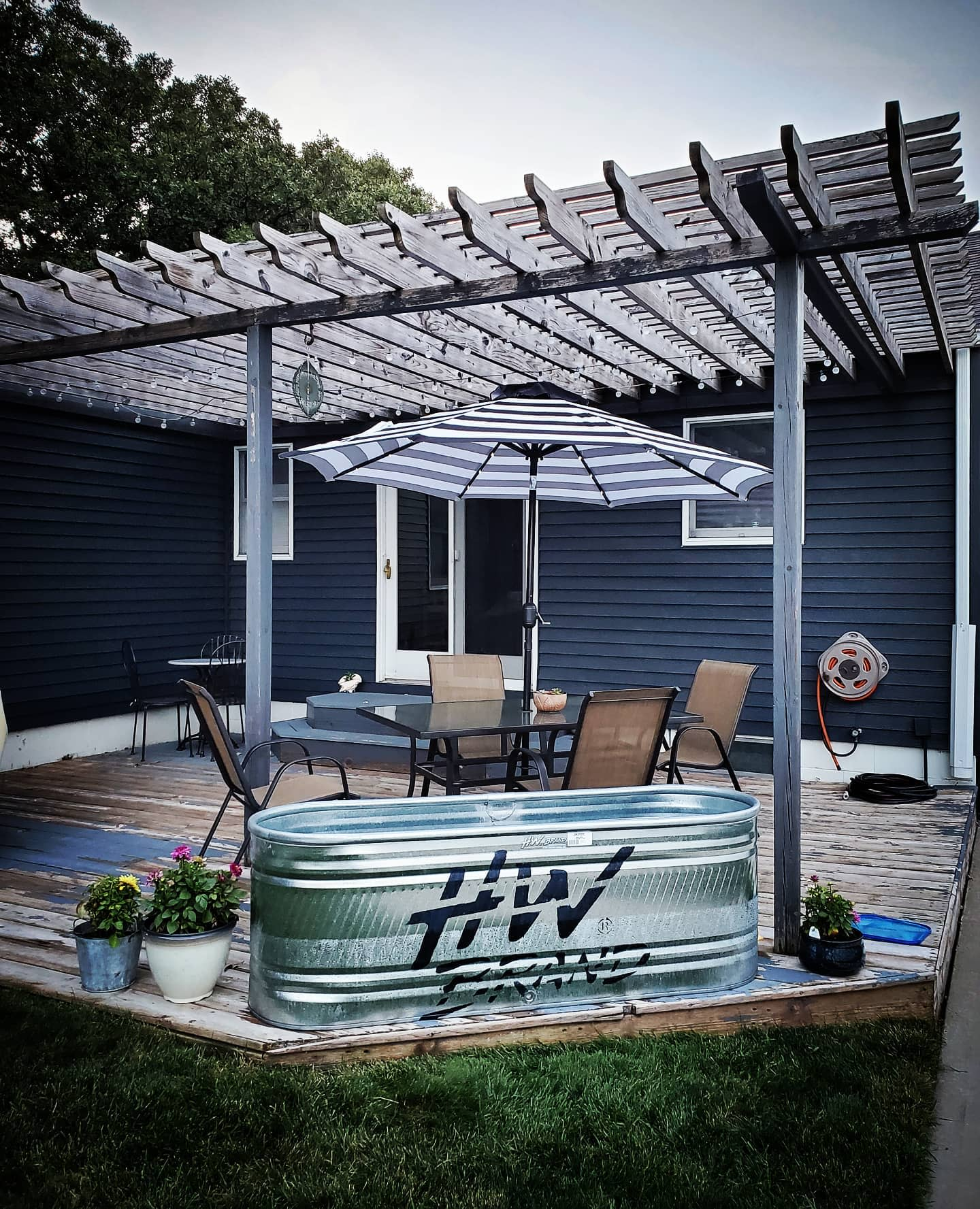 deck-stock-tank-pool-ideas-aliweat113