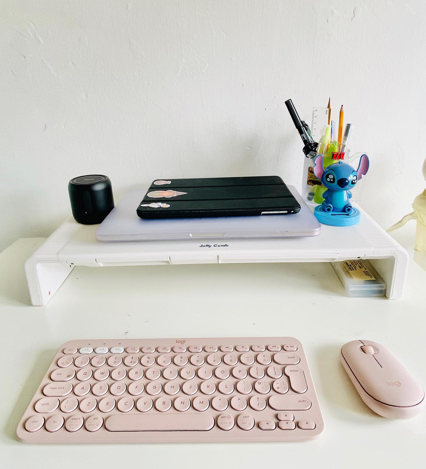 desk-aesthetic-room-ideas-allytheberry