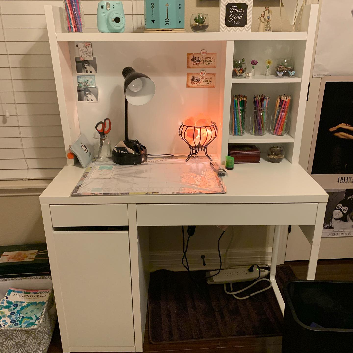 desk-aesthetic-room-ideas-rachaelcolors