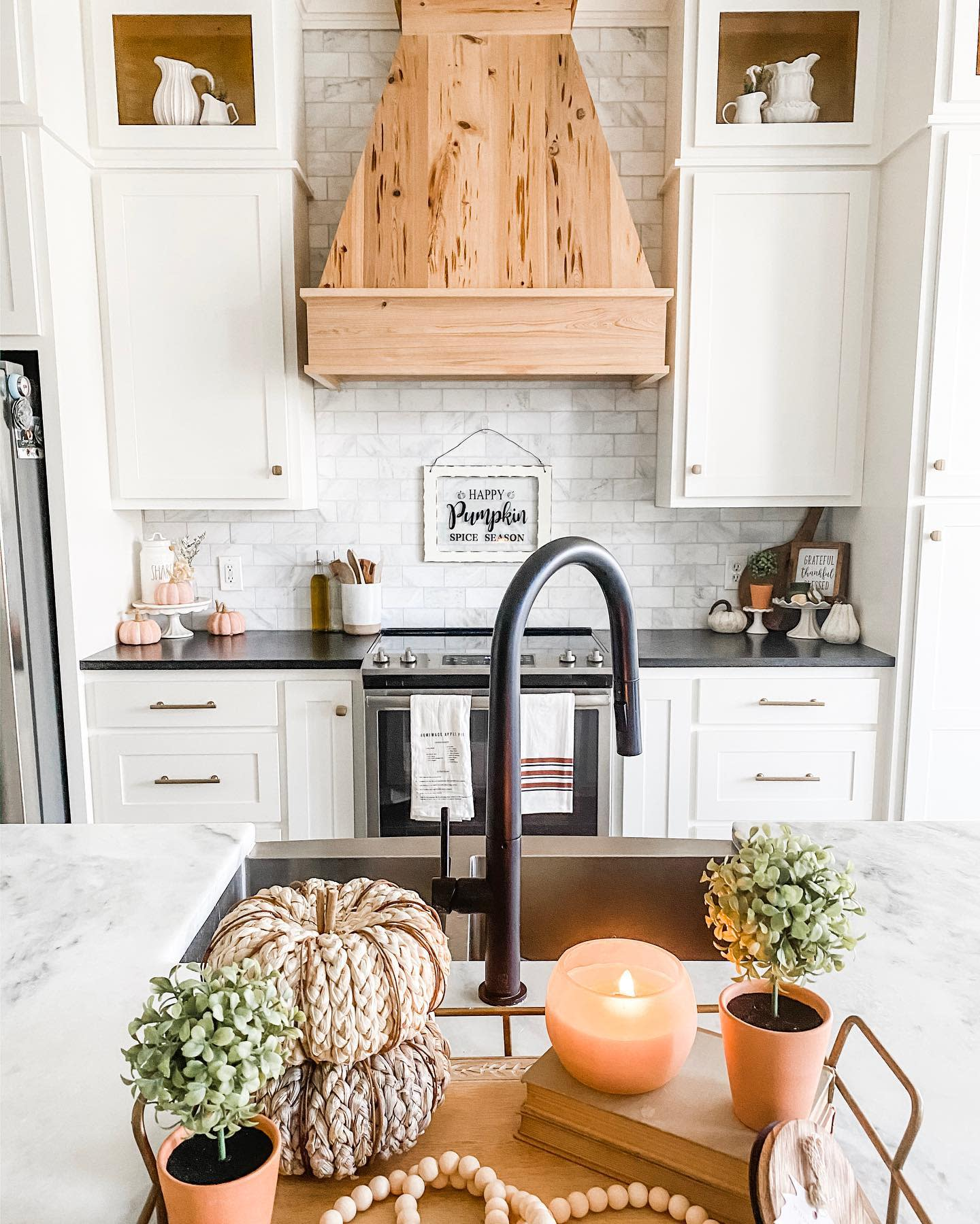 kitchen-fall-decorating-ideas-angelica-alls