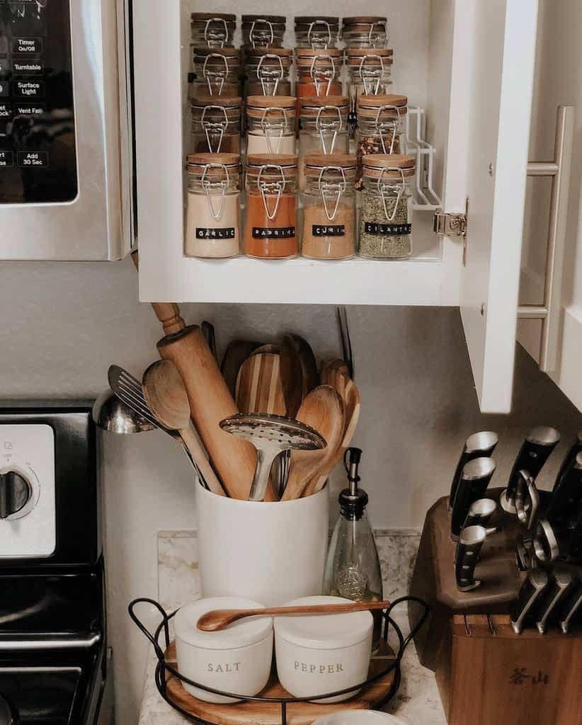 mason-jar-spice-rack-ideas-maryscozyspace-7303567