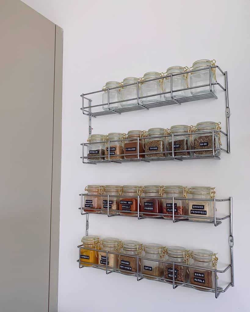 mason-jar-spice-rack-ideas-theleaontheleft-5473533