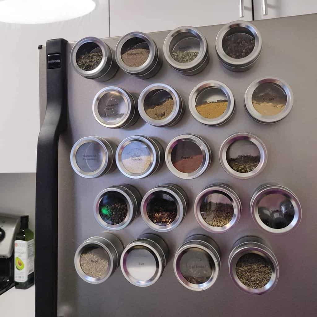 modern-spice-rack-ideas-peonyproorganizing-3838746