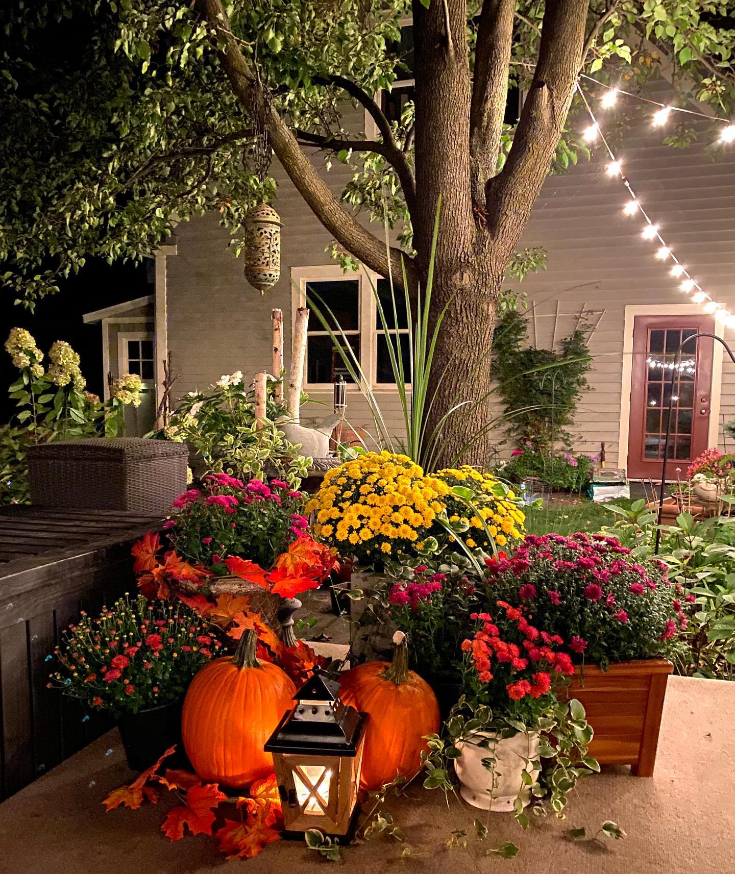 outside-fall-decorating-ideas-honeydewhomes