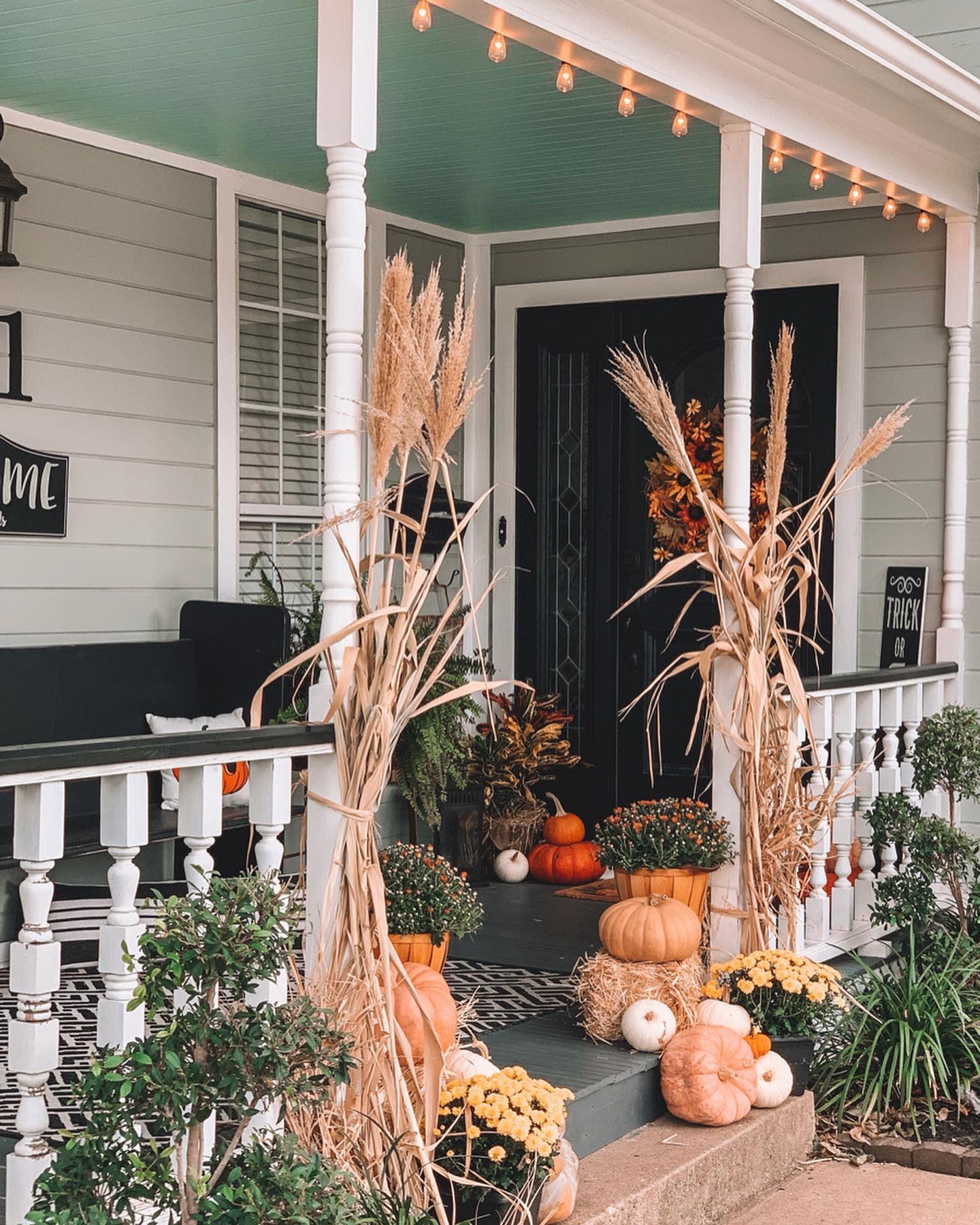 porch-fall-decorating-idea-the_farmhouse_on_406
