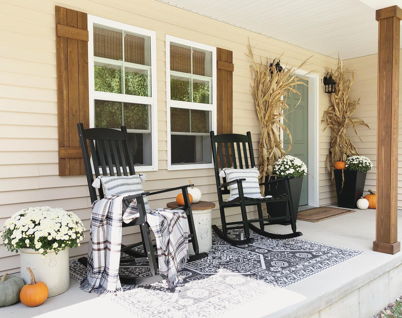 porch-fall-decorating-ideas-nest-of-neff