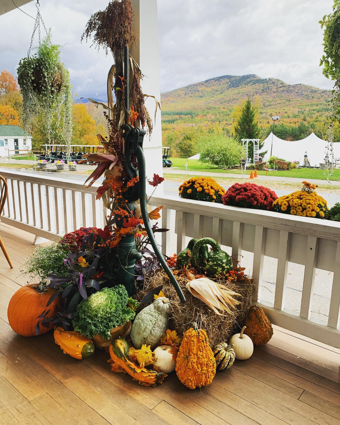 porch-fall-decorating-ideas-sandj_design