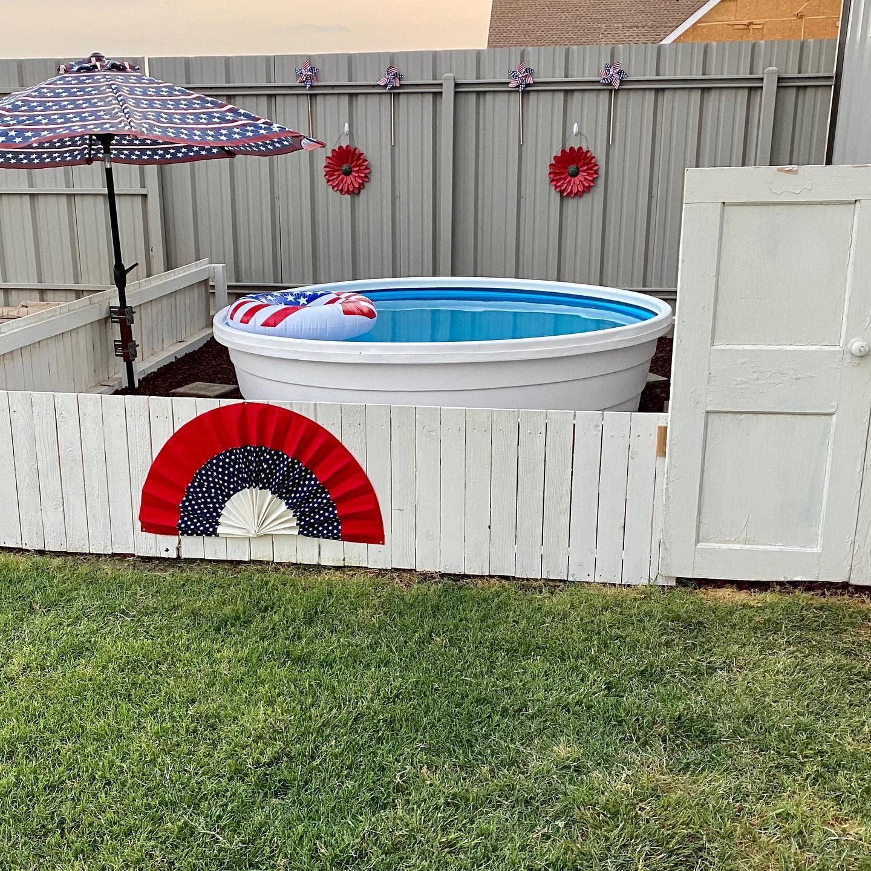 small-stock-tank-pool-ideas-theturquoisedtexan