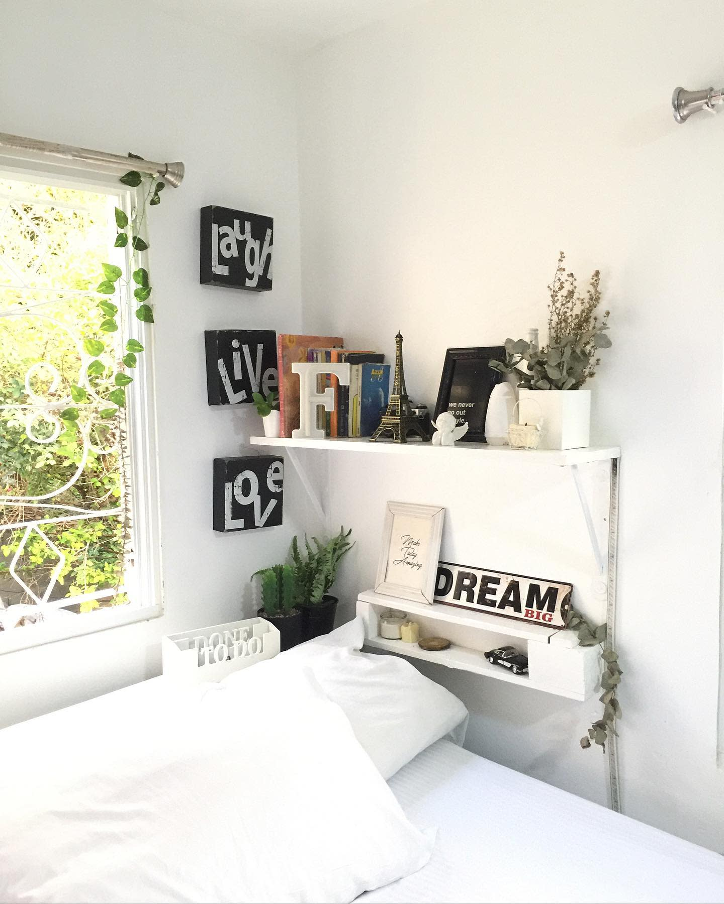 white-aesthetic-room-ideas-fredercks