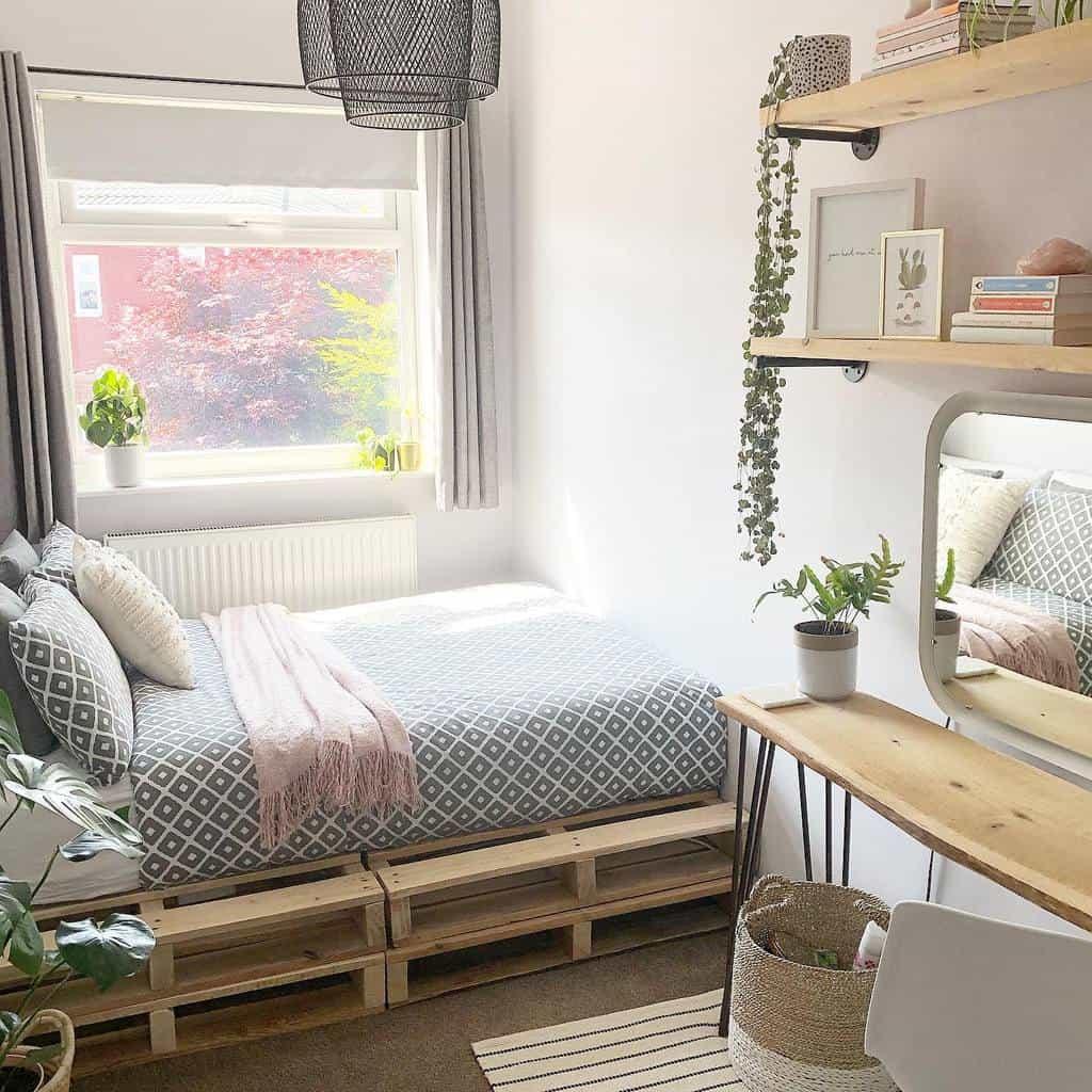 Bedroom Pallet Furniture Ideas -coletteslittlehome