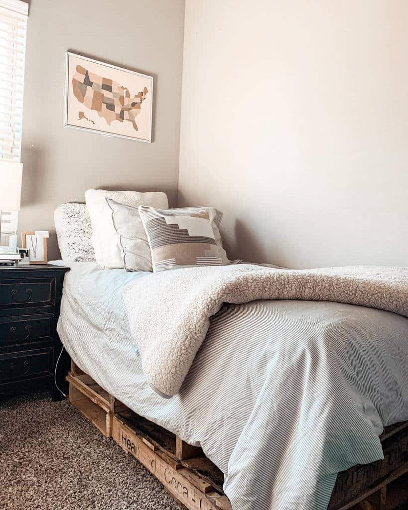 Bedroom Pallet Furniture Ideas -honeyandhomes