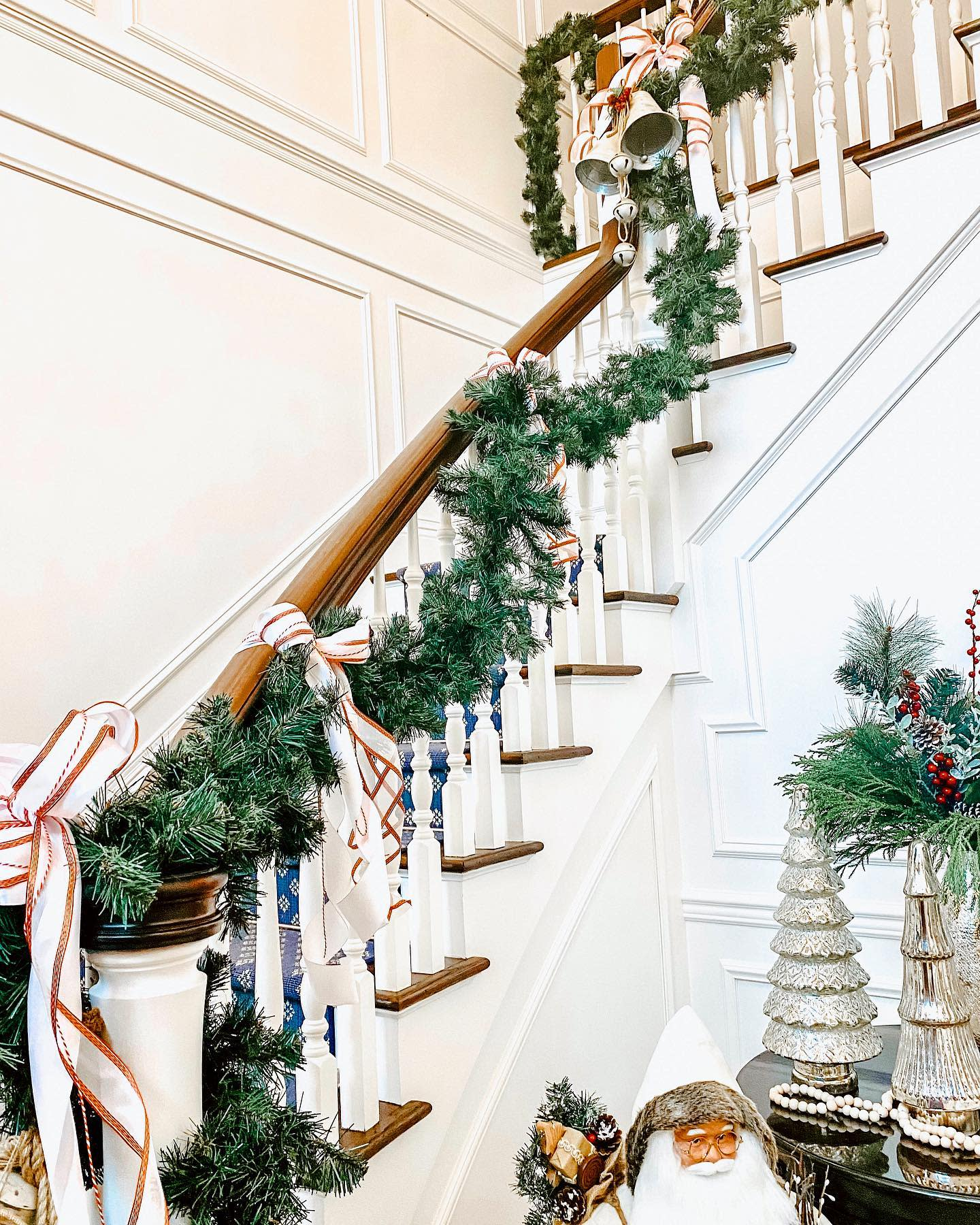 Foyer Christmas Decorating Ideas -aestheticsby_alexis