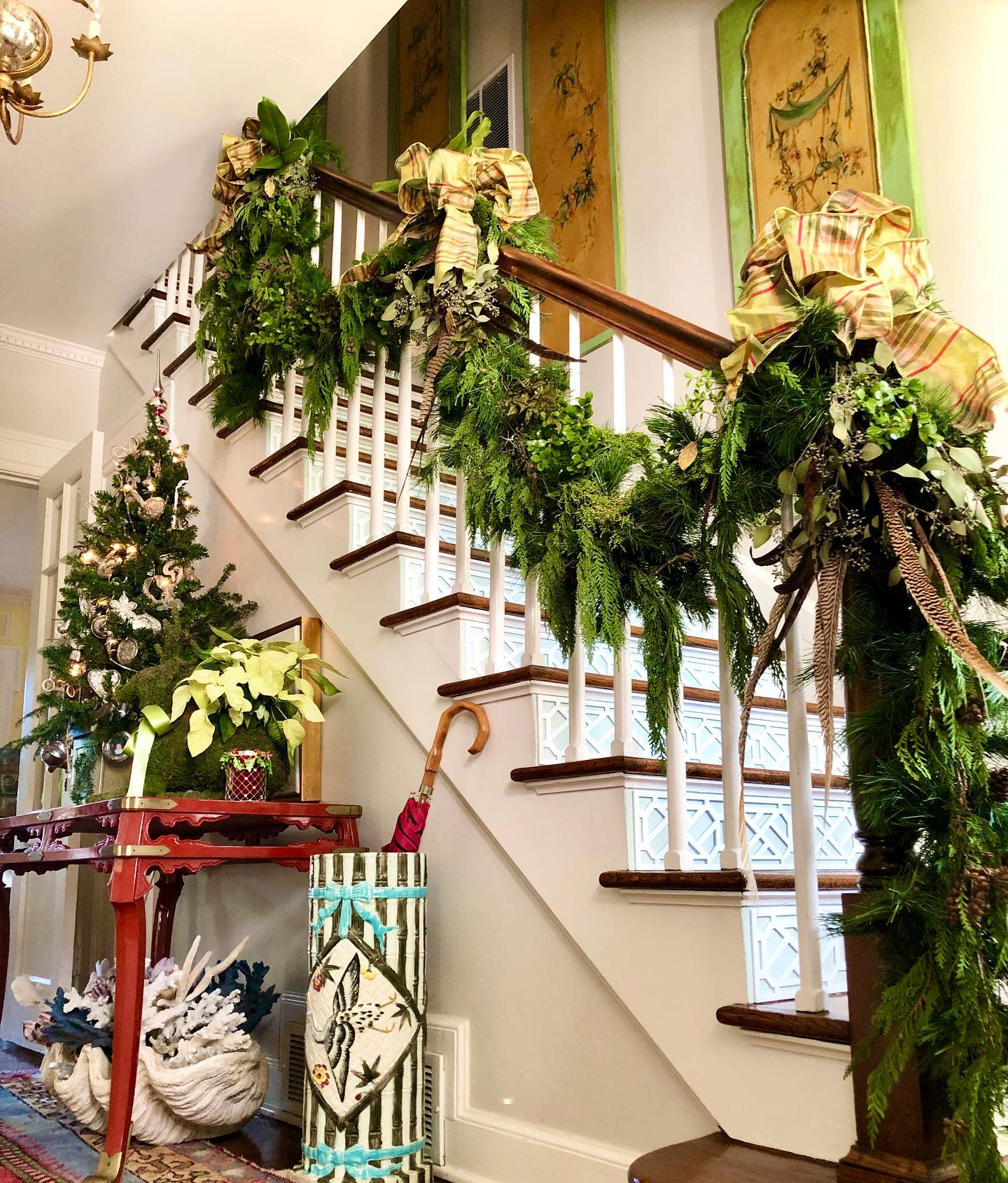 Foyer Christmas Decorating Ideas -mliss_designs