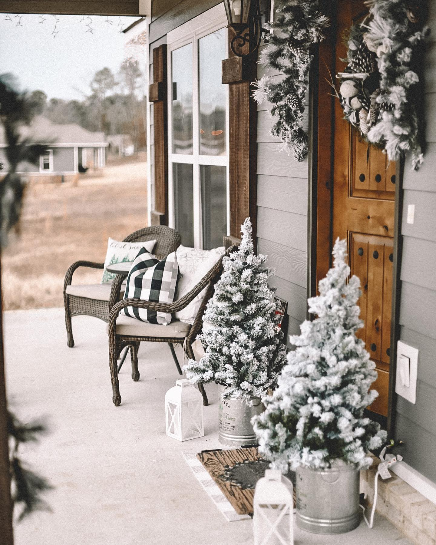 Porch Christmas Decorating Ideas -_matterofstyle_