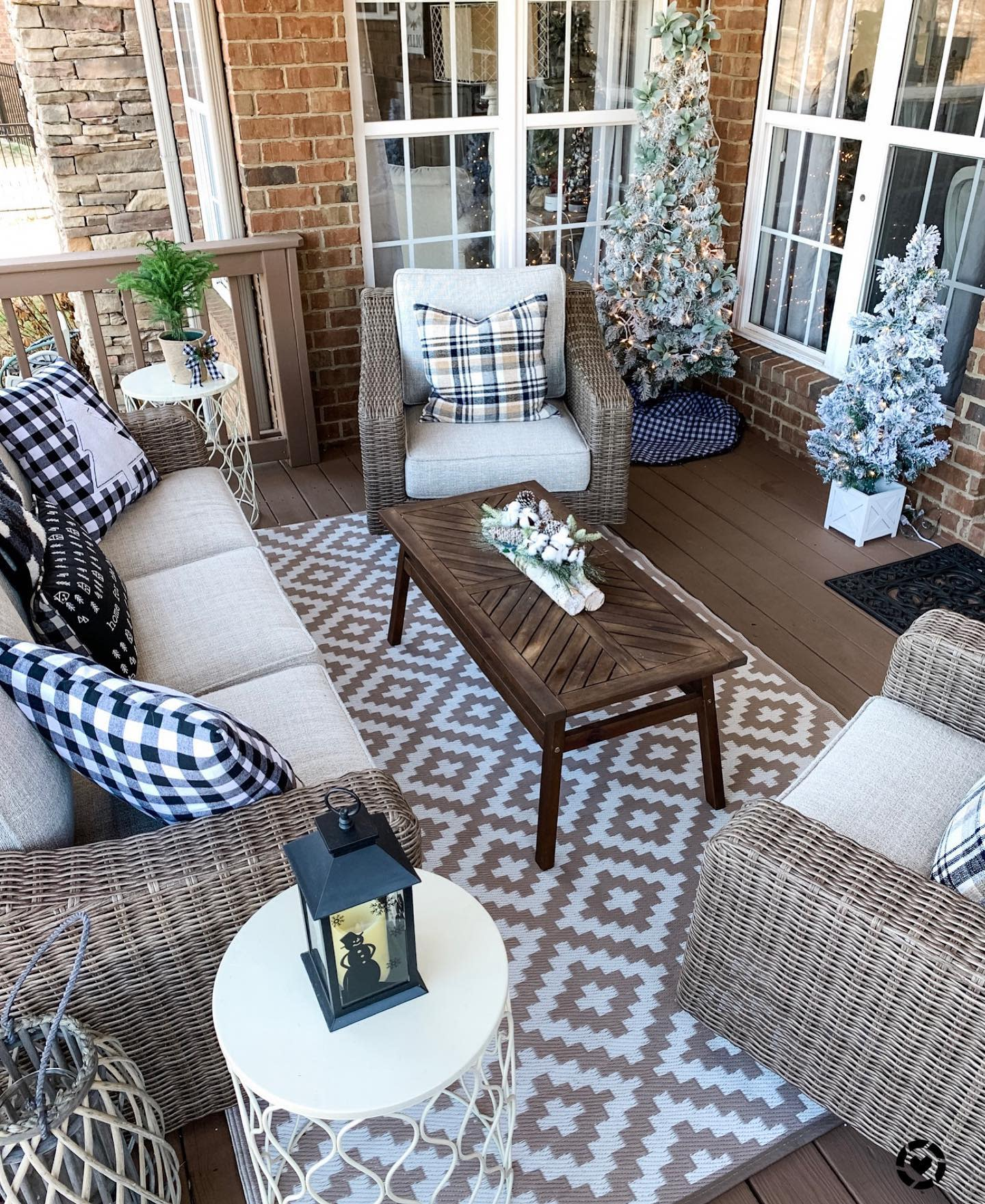 Porch Christmas Decorating Ideas -wilshire_collections