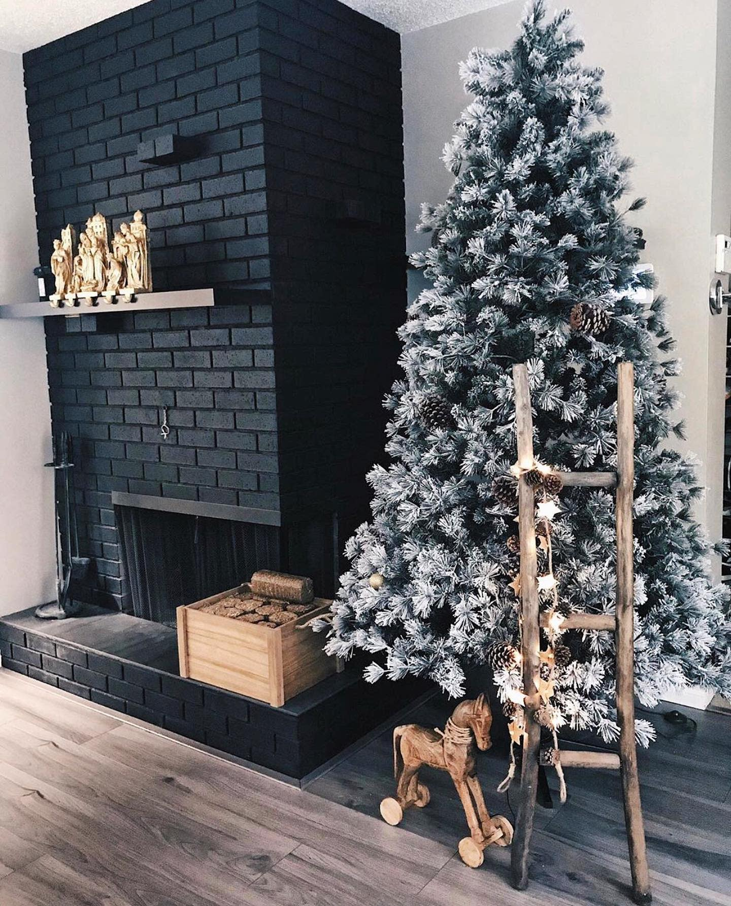 Rustic Christmas Decorating Ideas -dimplesanddecor