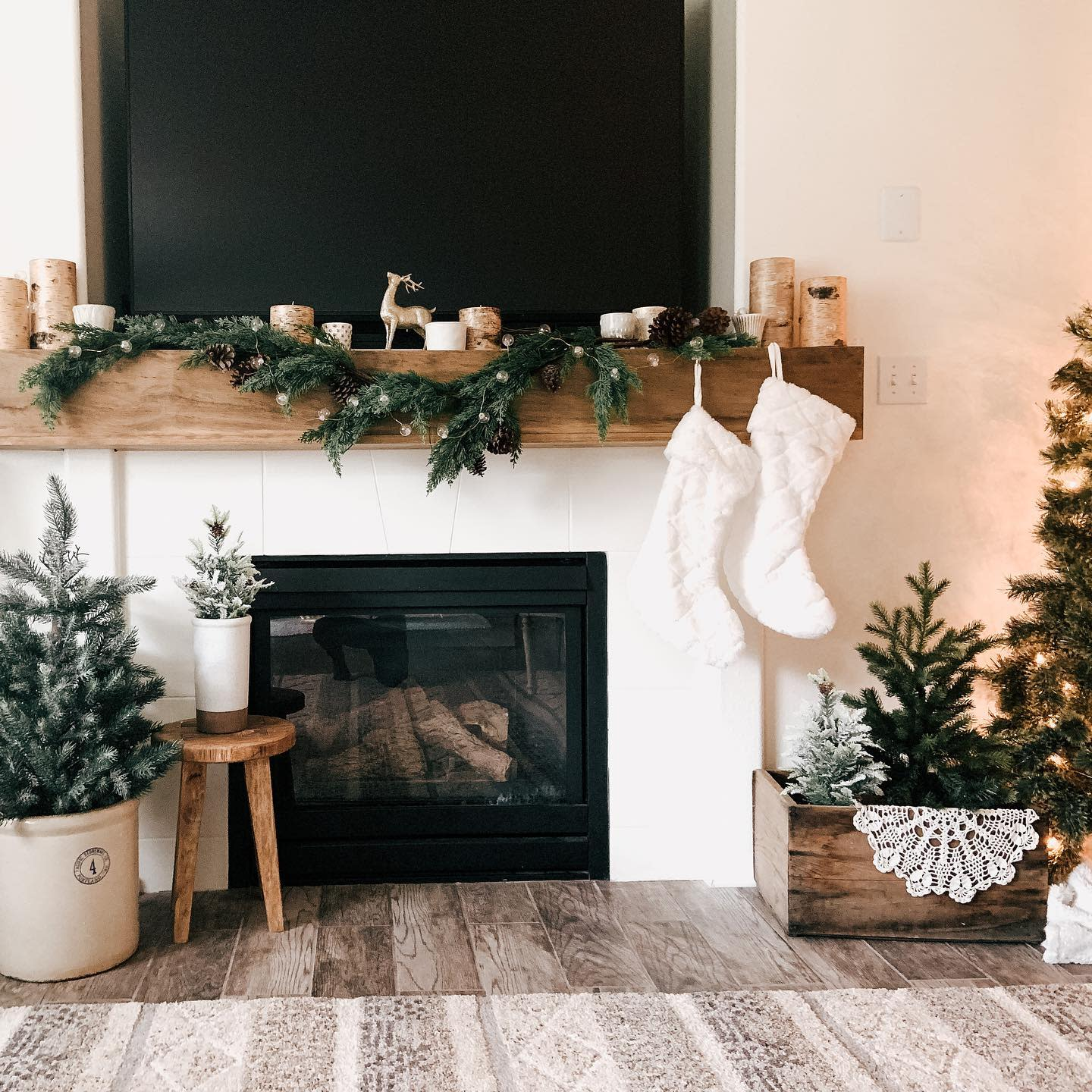 Rustic Christmas Decorating Ideas -my.humble.homestead