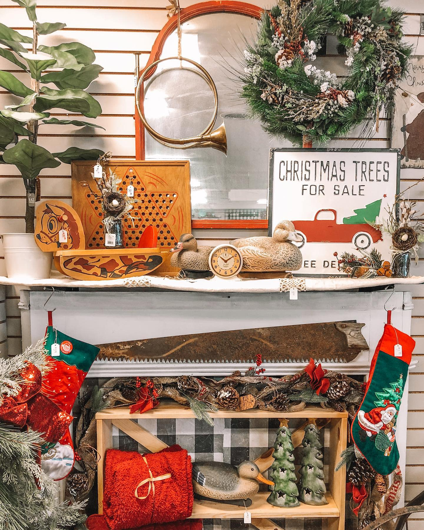 Rustic Christmas Decorating Ideas -themoscowmillhouse