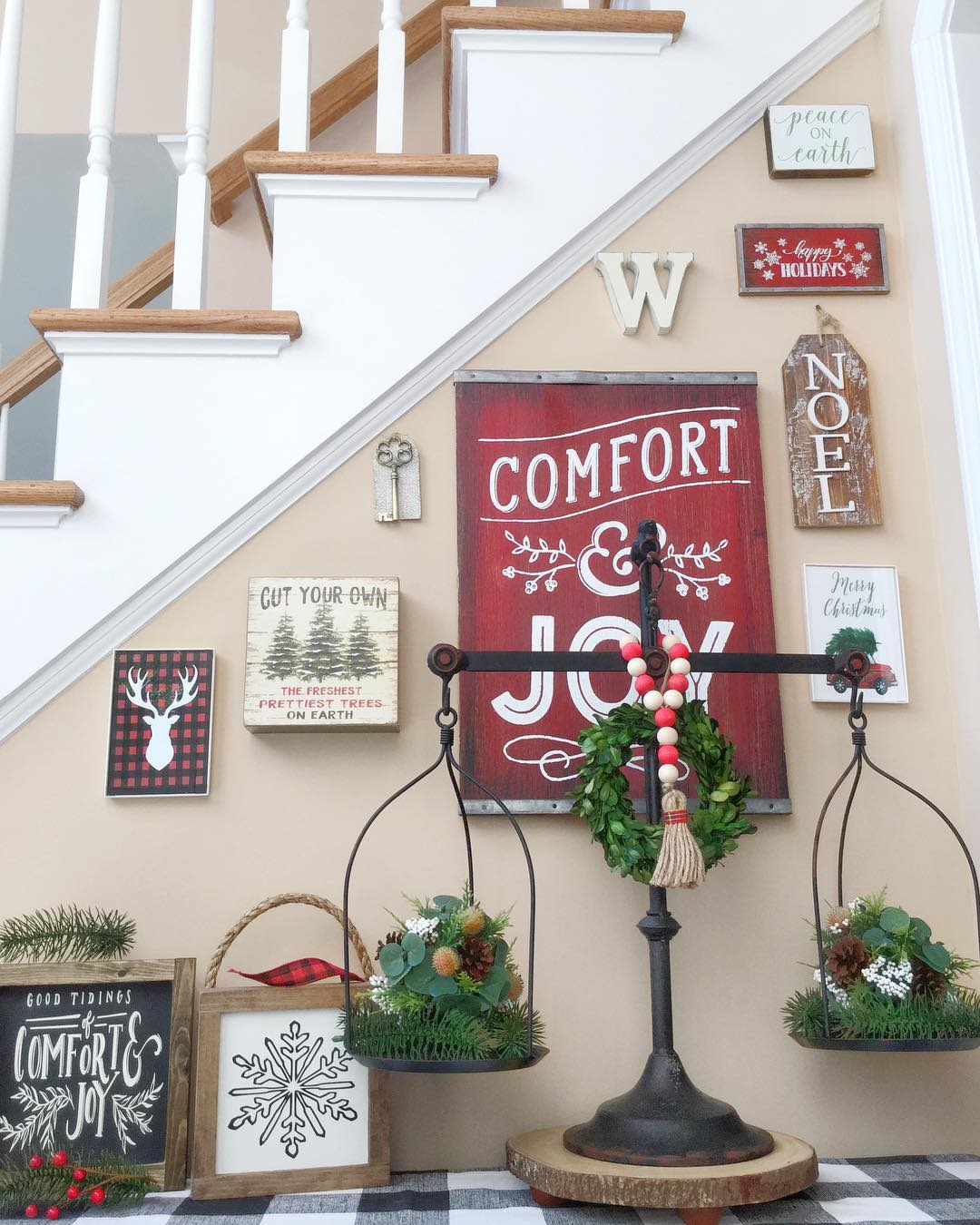 Wall Christmas Decorating Ideas -home.on.a.hilltop