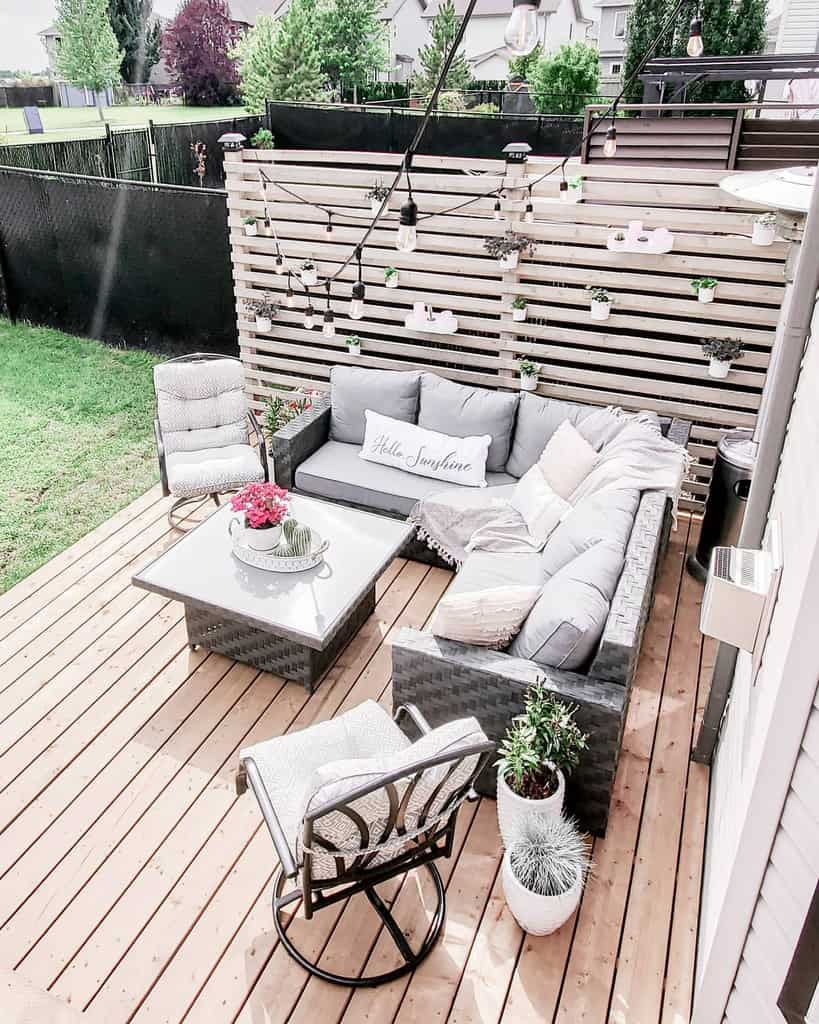 DIY Outdoor Privacy Screen Ideas -illustrious_interiors