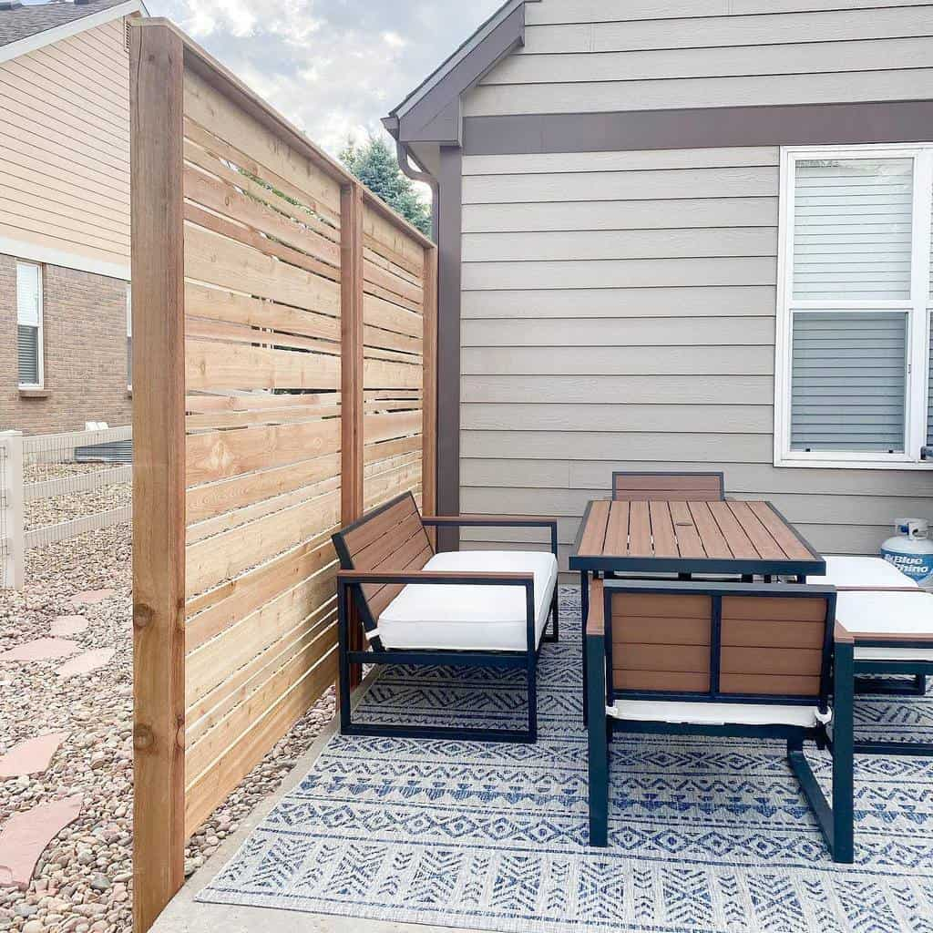 DIY Outdoor Privacy Screen Ideas -porchnpantry