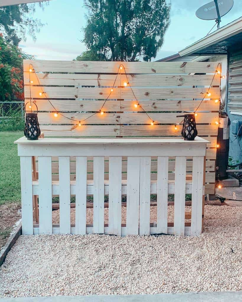 DIY Outdoor Privacy Screen Ideas -thenarrfamily