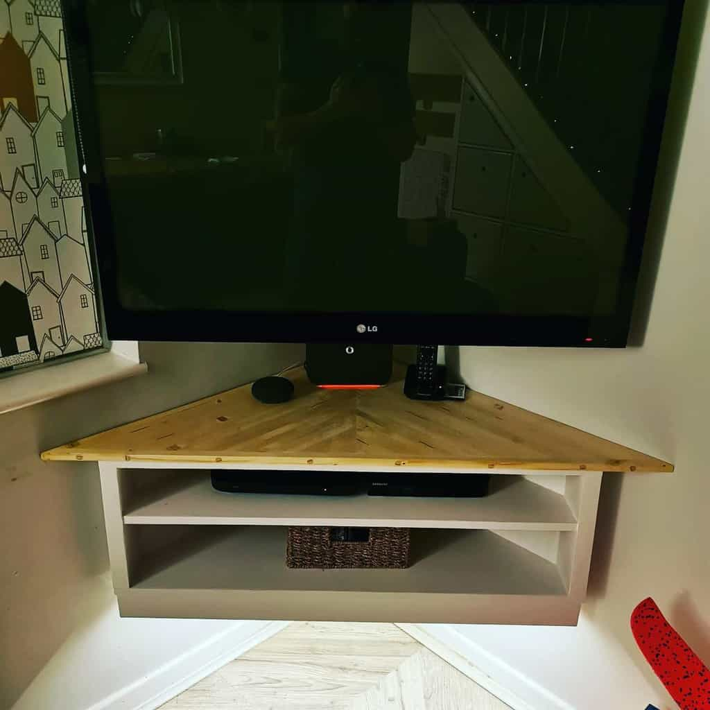 Recycled or Upcycled Pallet Furniture Ideas -david_putnam_upcycledshed