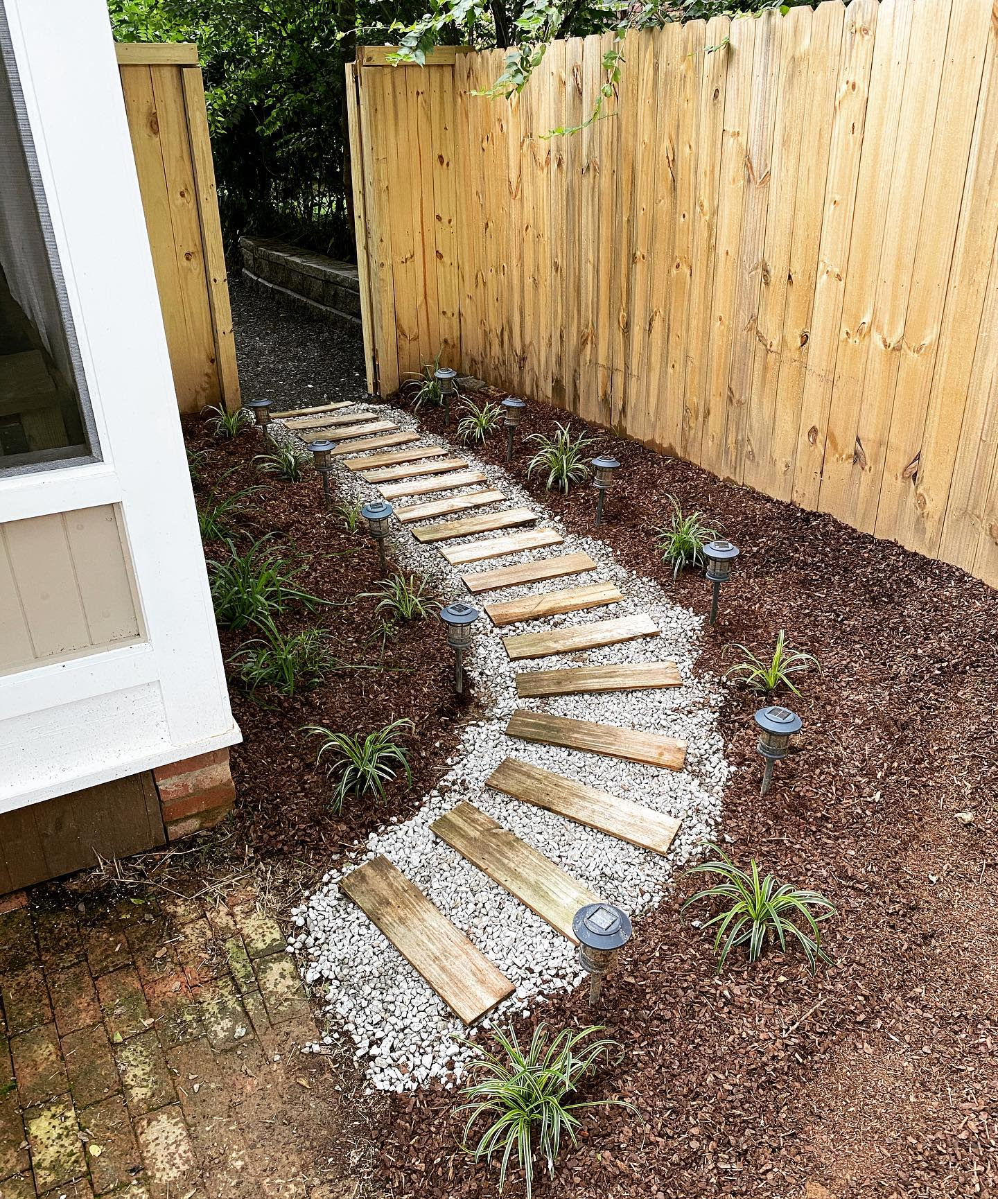 Curve Appeal Simple Landscaping Ideas -lojayyy