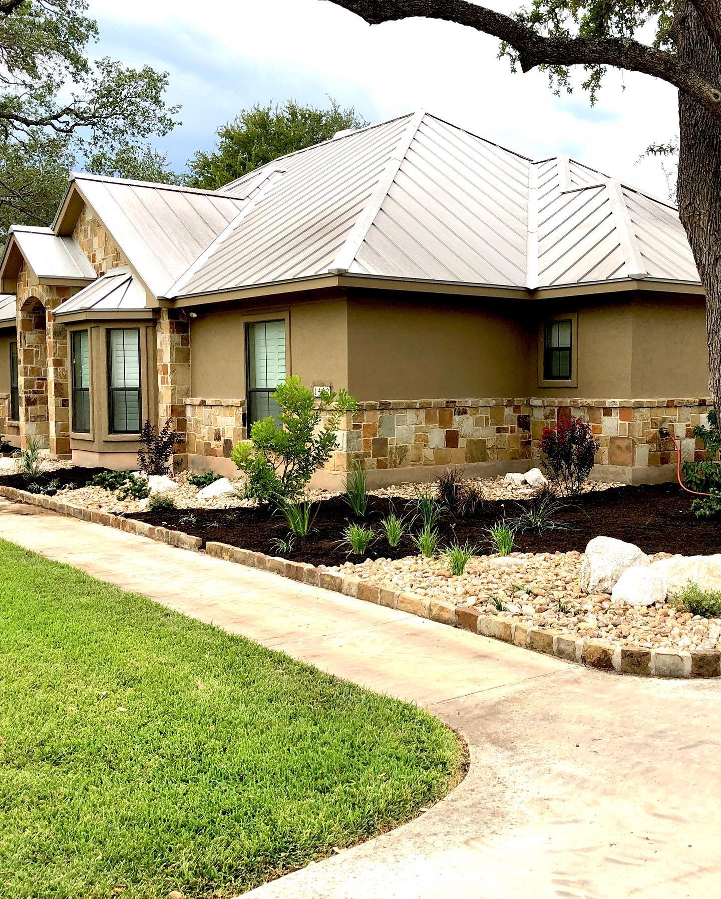 Low Maintenance Simple Landscaping Ideas -livebrconcepts