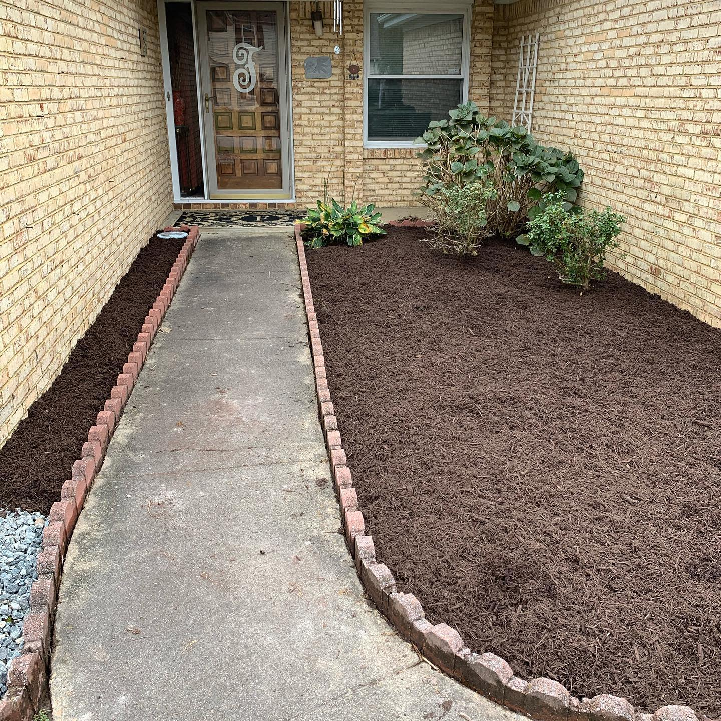 Mulch Simple Landscaping Ideas -cleancutsworld