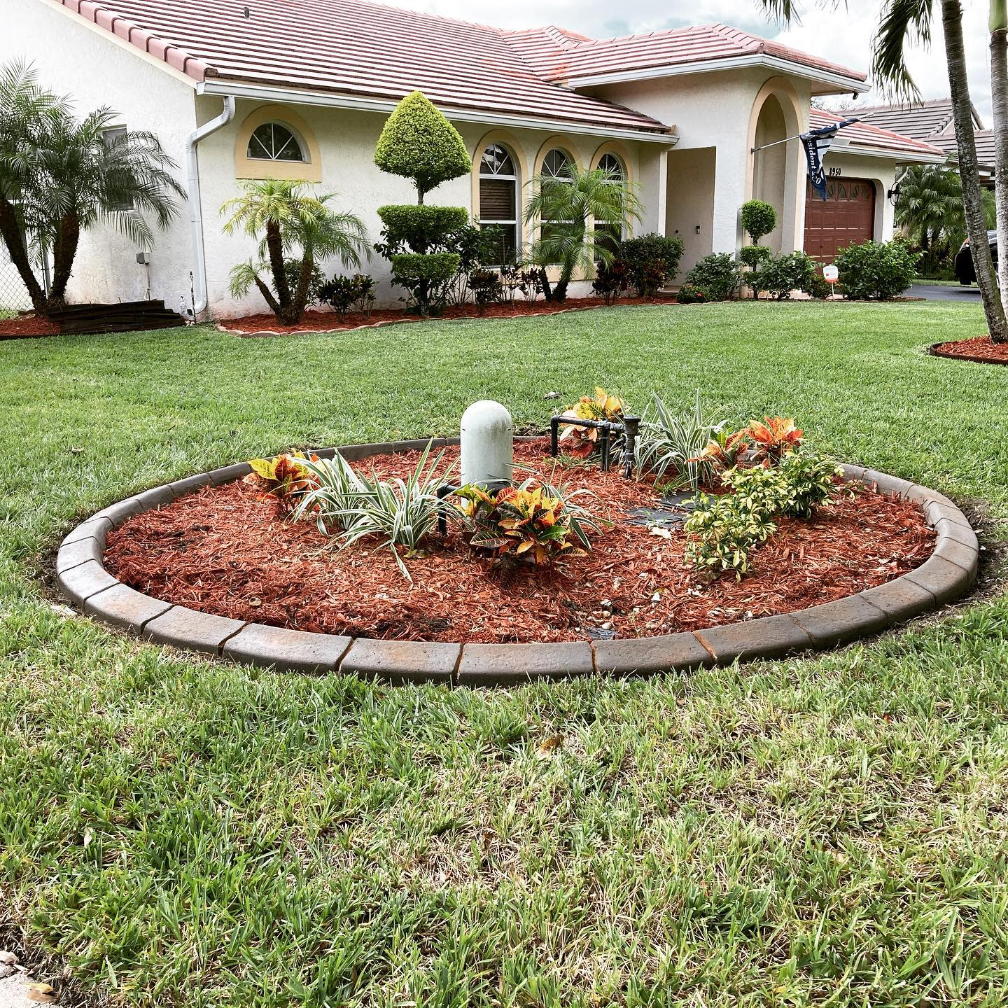 Mulch Simple Landscaping Ideas -venkrete