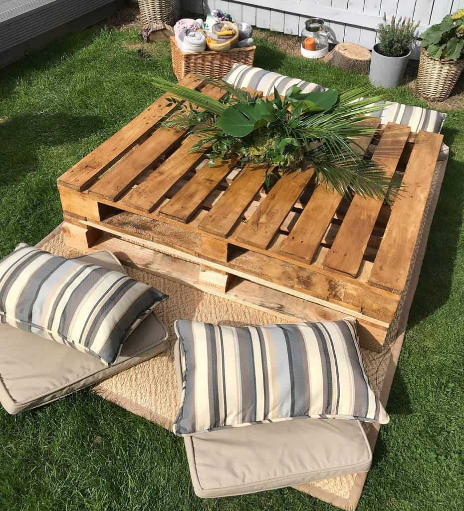 Table Pallet Furniture Ideas -madesimplyperfect
